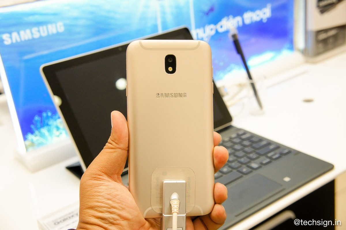 Hình ảnh mở bán Galaxy J7 Pro tại FPT Shop