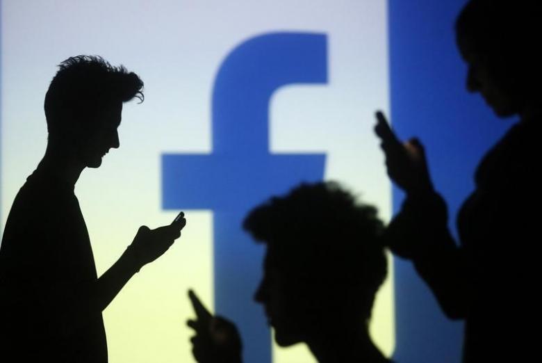Người đăng Facebook hơn 50 lần mỗi ngày thường phát tán spam và tin giả mạo