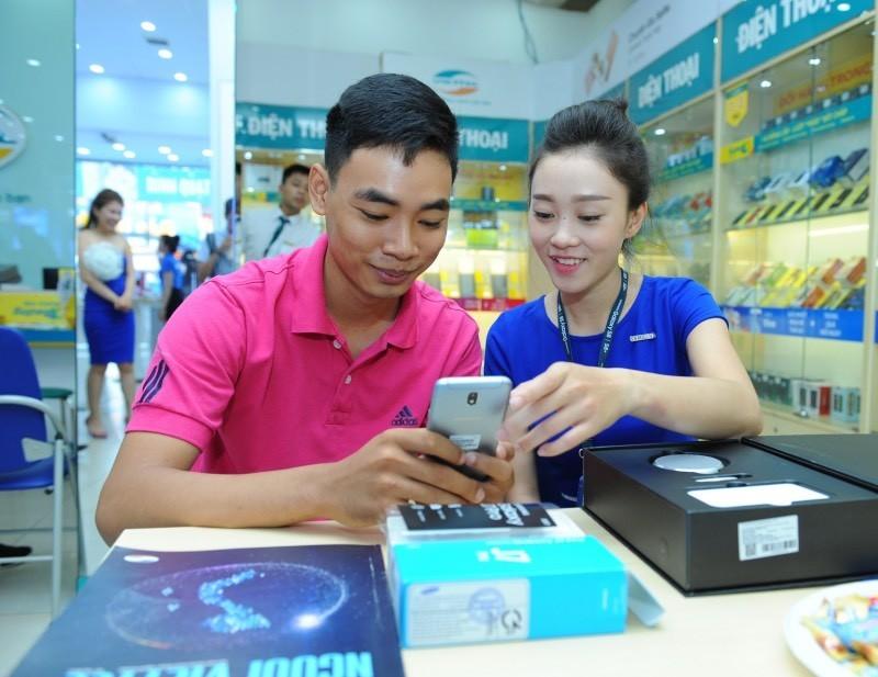 Ảnh mở bán Galaxy J7 Pro
