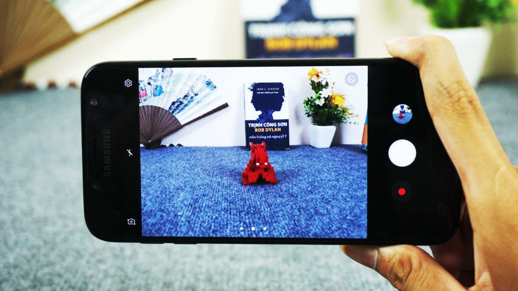 Samsung Galaxy J7 Pro: thiết kế đẹp, camera nổi trội