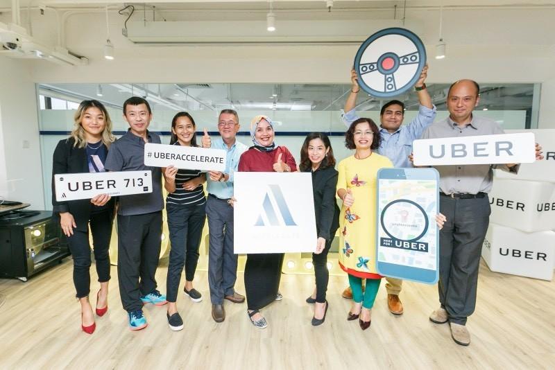 Uber tổ chức sự kiện vinh danh tài xế đối tác và nhân sự