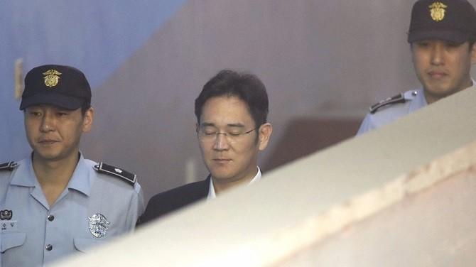 4 chi tiết 'điên rồ nhất' trong vụ án hối lộ của người thừa kế Samsung