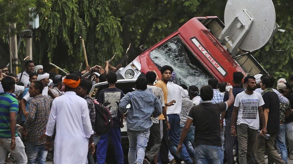 Ấn Độ chặn người dùng Internet và tin nhắn
