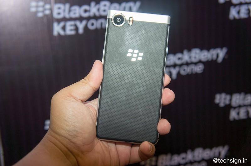 BlackBerry KEYone chính thức ra mắt, giá 15 triệu, đặt trước tặng pin dự phòng