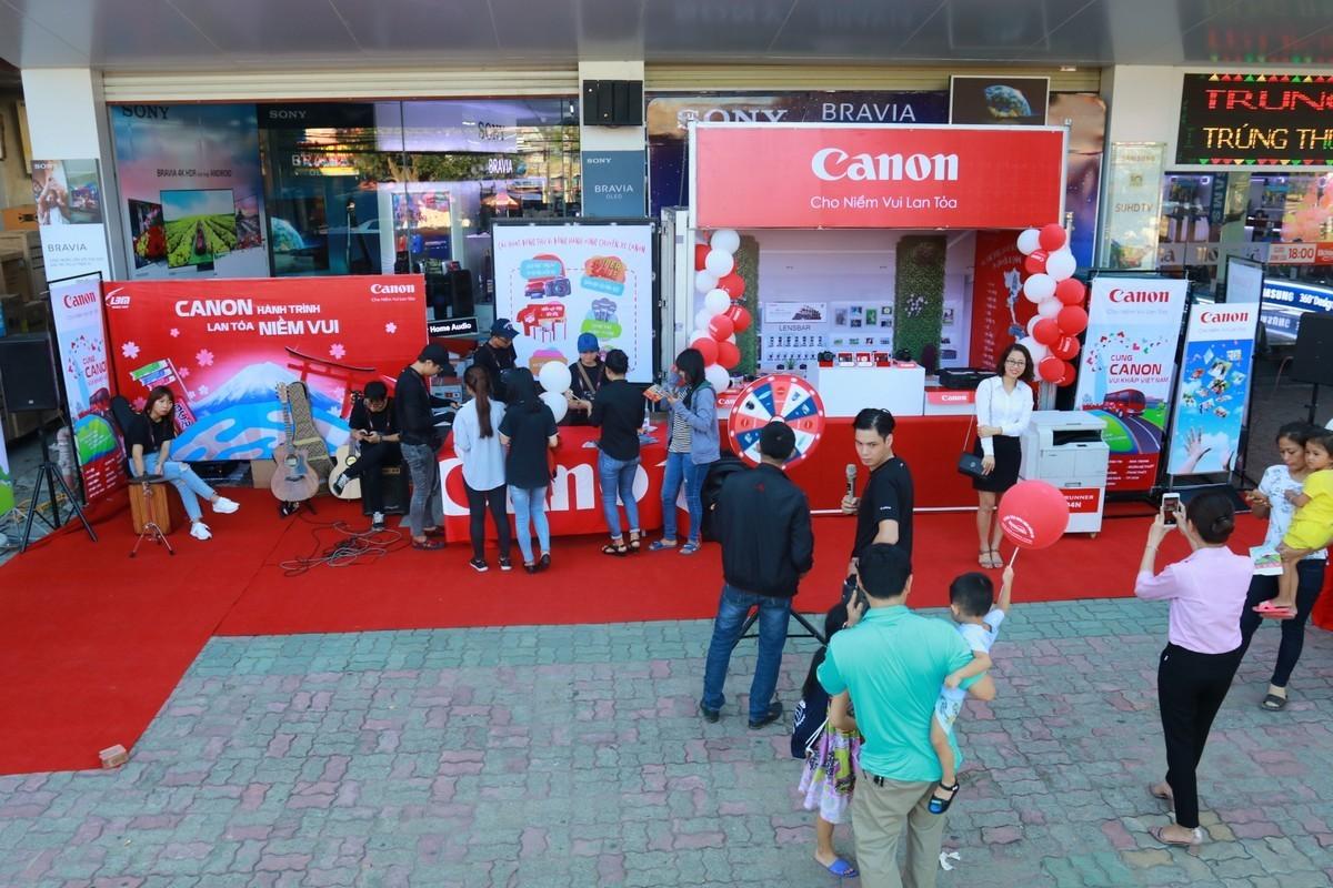 Chương trình chuyến xe Canon 'Hành trình lan toả niềm vui'