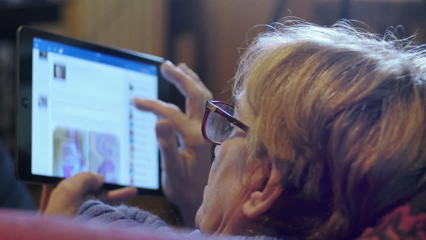 Người dùng lớn tuổi lo lắng hơn về riêng tư cá nhân trên Facebook