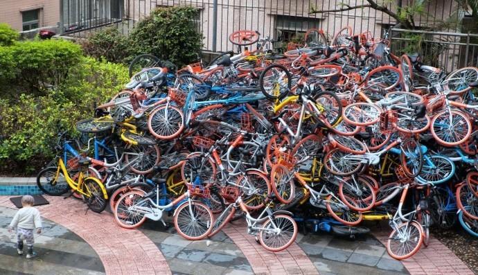 Các thành phố lớn ở Trung Quốc đình chỉ gia tăng xe đạp công cộng