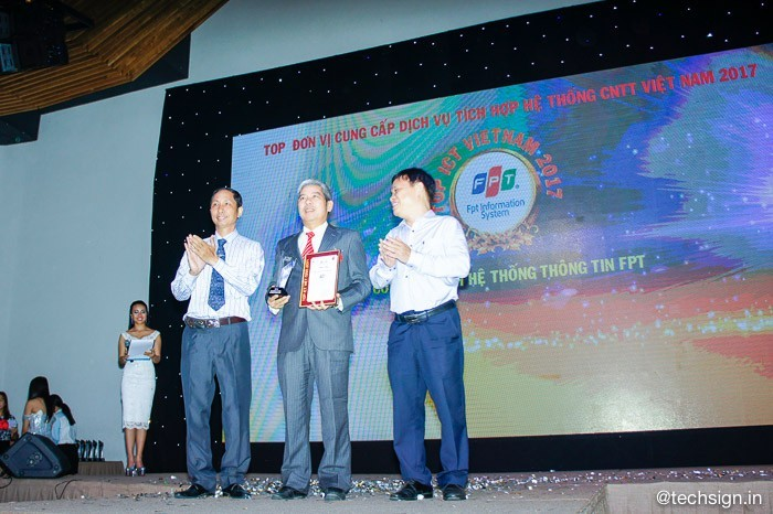 FPT nhận giải thưởng Top ICT Việt Nam 2017 của HCA