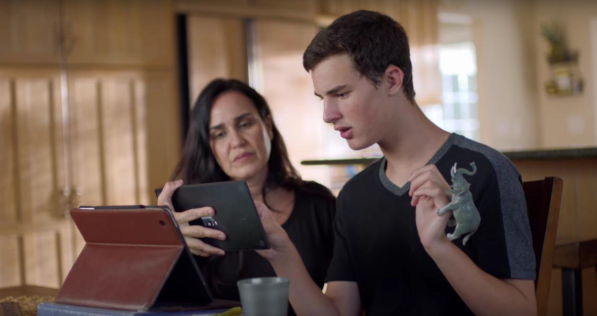 iPad hỗ trợ giao tiếp cho người tự kỷ qua ứng dụng khuếch âm AAC