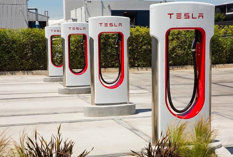 Tham vọng của Tesla: bây giờ là lắp đặt trạm sạc ở các cửa hàng tiện lợi