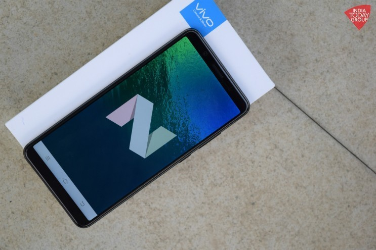Vivo chính thức ra mắt smartphone hiển thị tràn màn hình Vivo V7+