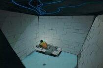 Một nhóm tù nhân đã dùng những chiếc máy tính trên trần nhà để lật tung cả nhà tù như thế nào?
