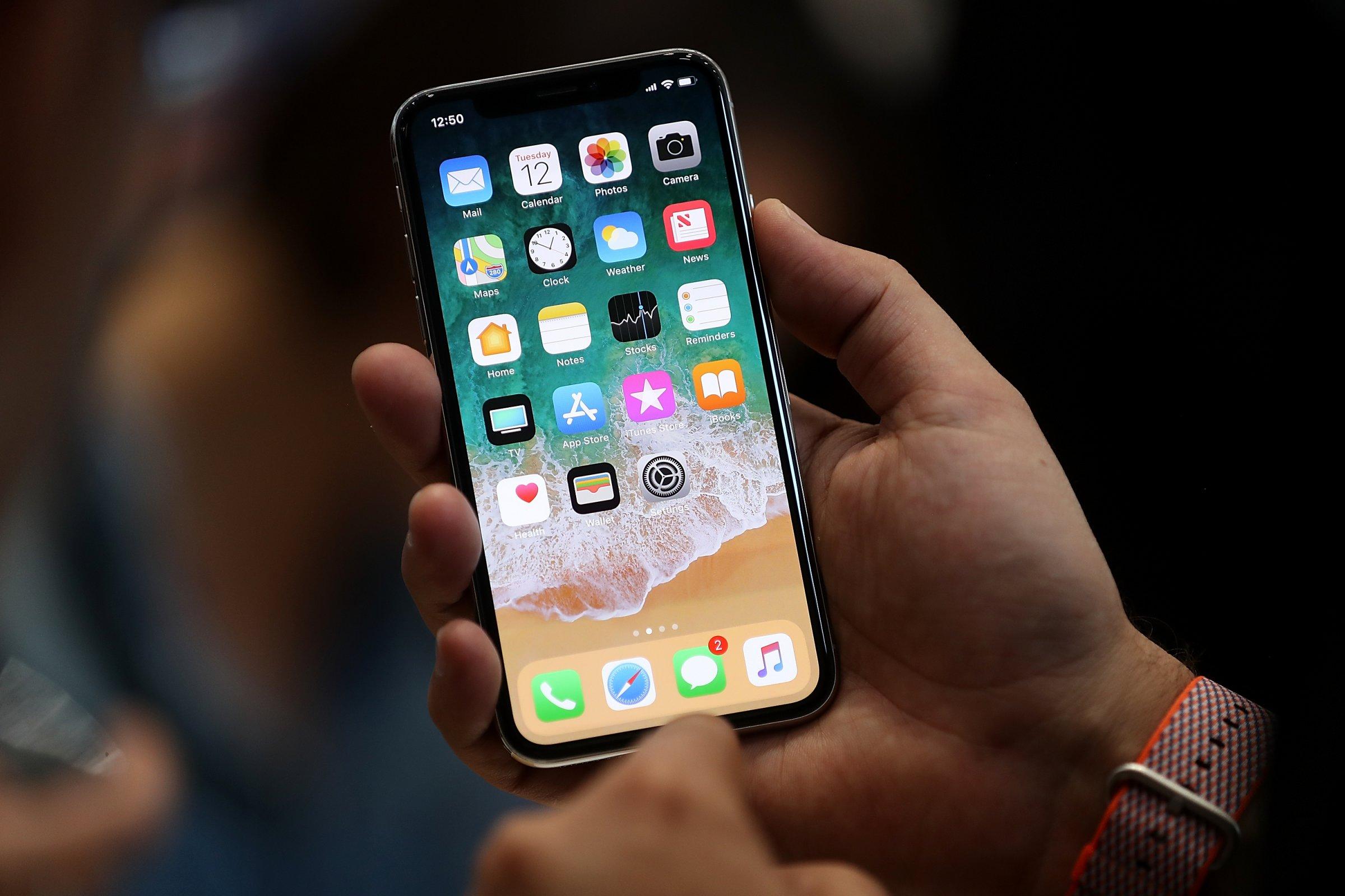Giá sửa chữa iPhone X đủ mua một điện thoại Android cao cấp