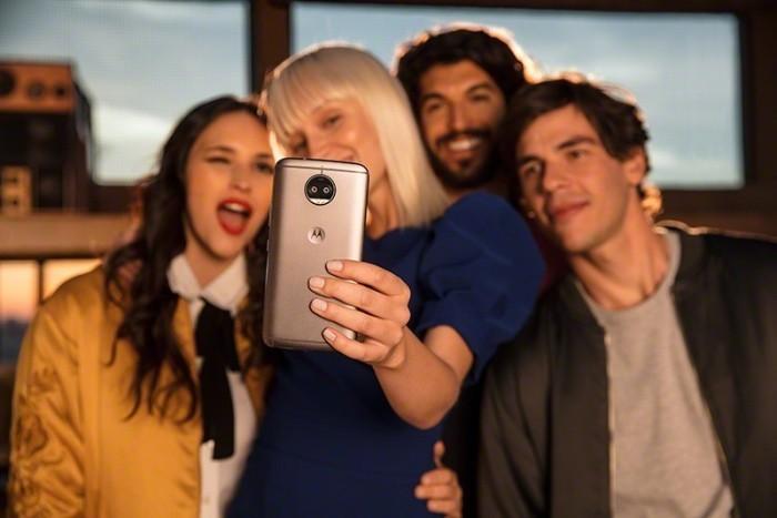 Motorola ra mắt moto G5S Plus giá 7 triệu đồng: tặng áo khoác, hỗ trợ trả góp