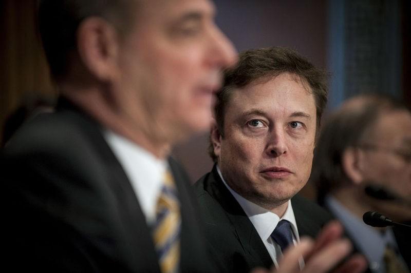Tesla sa thải hàng trăm nhân viên, sản xuất mẫu Model 3 chậm trễ