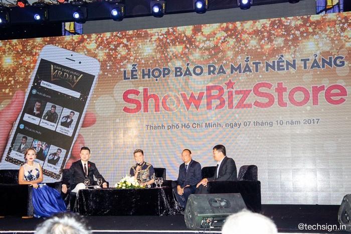 Ca sĩ Đàm Vĩnh Hưng ra mắt ứng dụng smartphone