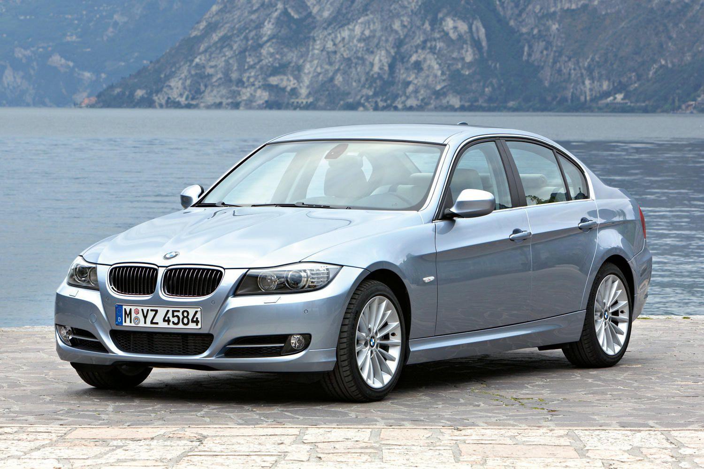 BMW thu hồi 700.000 xe hơi do lo ngại sự cố có thể gây cháy