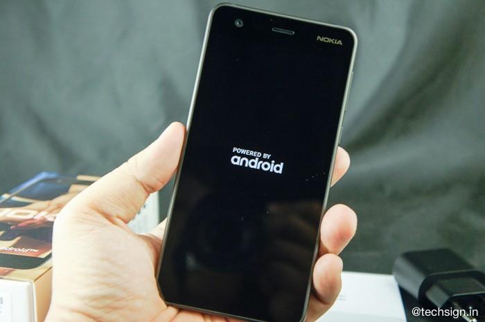 Mở hộp Nokia 2: với 2,4 triệu đồng máy có gì?