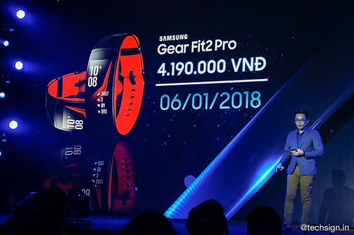Samsung ra mắt Gear Fit2 Pro giá 4,2 triệu, bán ngày 6/1/2018