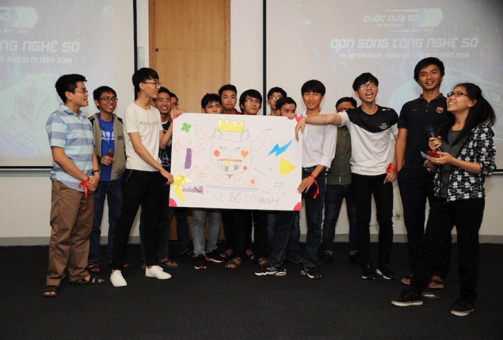 Sinh viên Việt lần đầu được trải nghiệm công nghệ xe tự hành