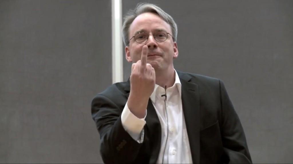 """Linus Torvalds - nhà sáng lập hệ điều hành Linux tiếp tục """"xoáy"""" vào sự cố của chip Intel"""