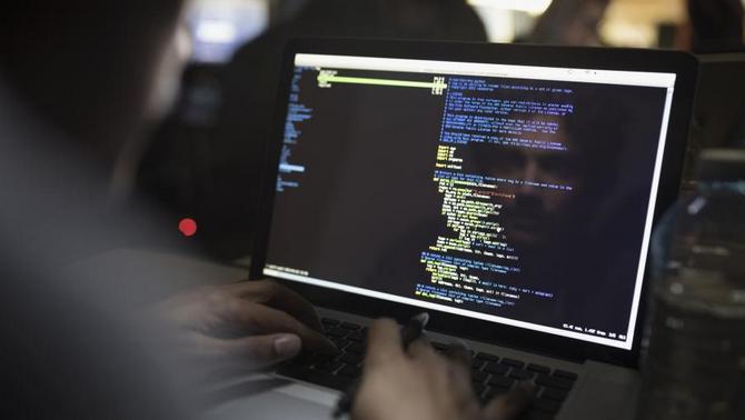 Âm thầm phát tán mã độc Fruitfly trên Windows và macOS suốt 13 năm qua, tới giờ hacker này mới bị bắt