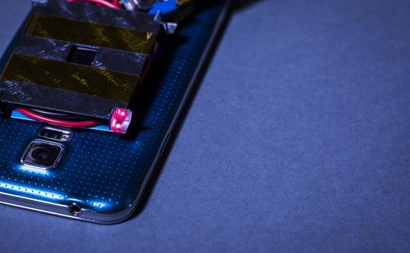 Trong tương lai có thể sẽ có sạc điện thoại không dây bằng tia laser