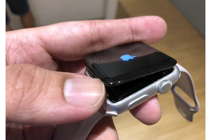 Apple hỗ trợ người dùng thay miễn phí pin Apple Watch Series 2 bị phồng