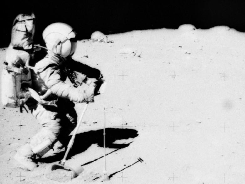 Bức ảnh chứng minh NASA chỉ hạ cánh xuống mặt trăng là lừa dối