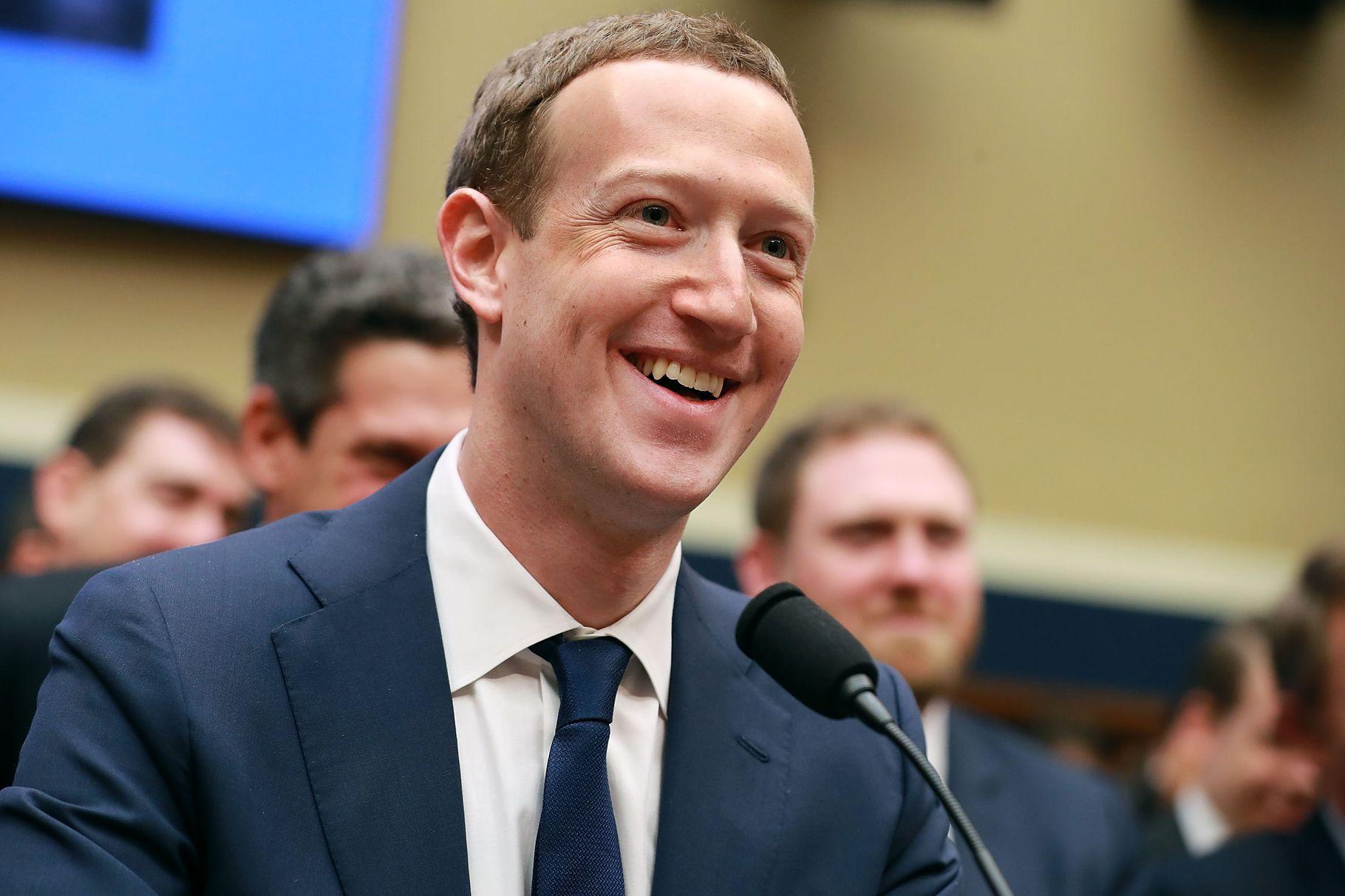 Facebook 'thiếu nợ' nhiều câu trả lời trước Quốc hội Mỹ