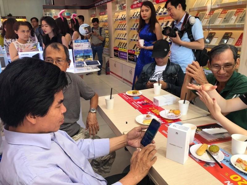 FPT Shop mở bán Huawei Nova 3e, nhận bộ quà trị giá 5 triệu đồng