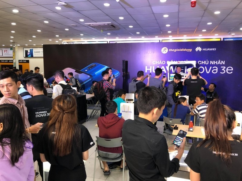 Gần 5.000 chiếc Nova 3e tới tay người dùng ngay trong ngày đầu tiên mở bán