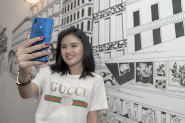 """Huawei Nova 3e – """"Không đắt nhưng xắt ra miếng"""""""
