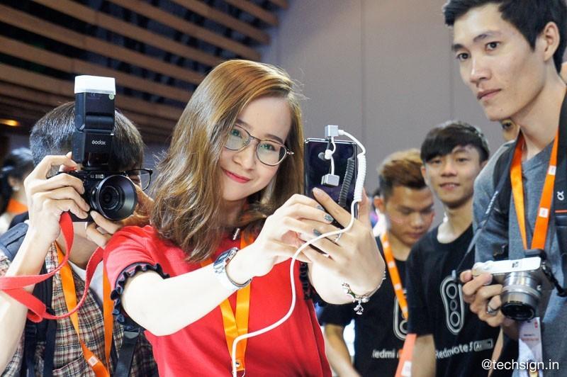 Ra mắt Xiaomi Redmi Note 5 và Xiaomi Mi MIX 2S, giá 4,799 và 12,999 triệu đồng