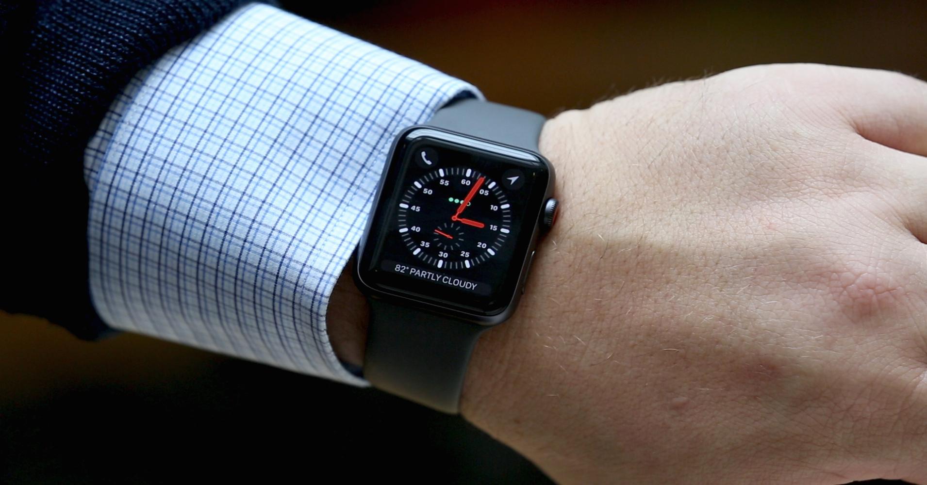 """Apple, Xiaomi """"đuổi nhau"""" sít sao trên thị trường thiết bị đeo tay"""