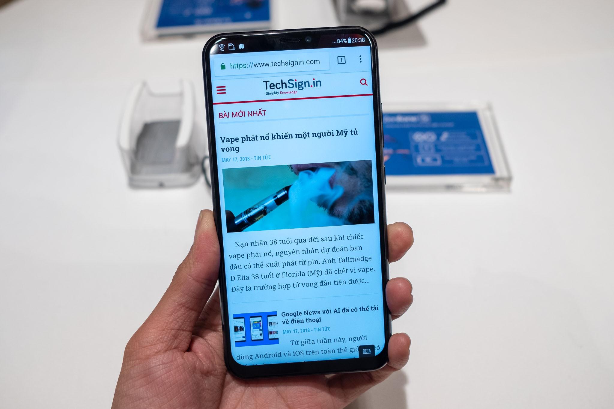 Asus ra mắt Zenfone 5 tích hợp AI