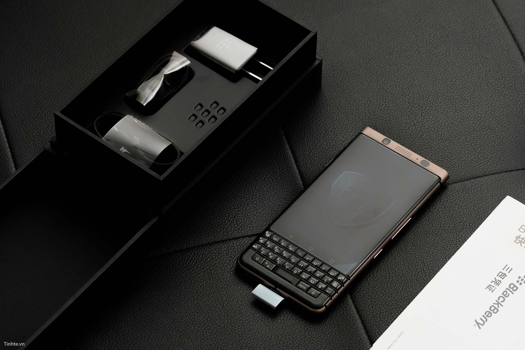 BlackBerry ra mắt bản KEY One Bronze Edition hỗ trợ 2 SIM