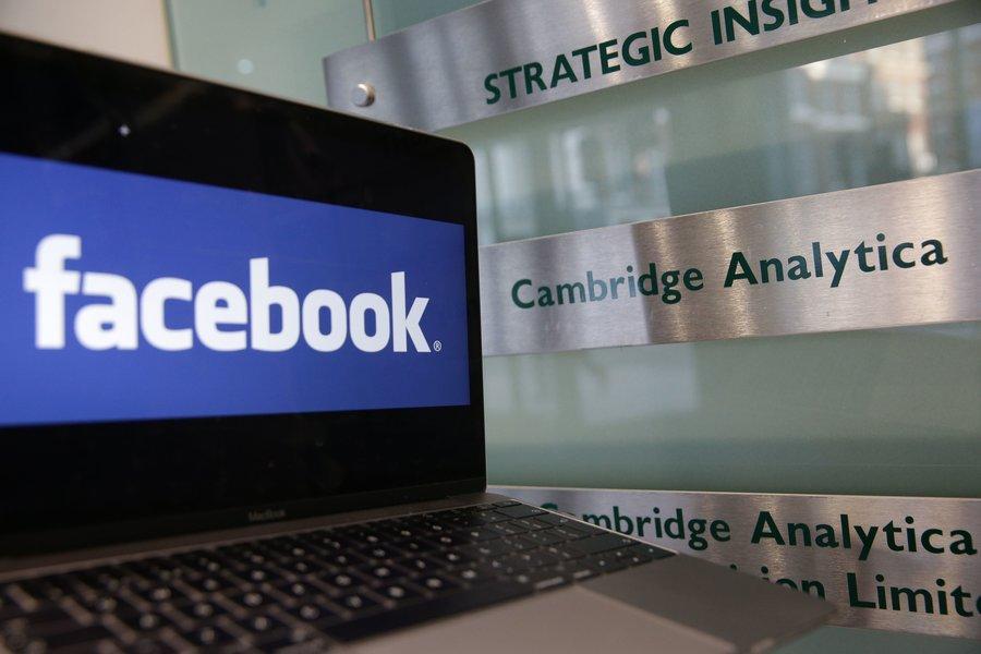 Cambridge Analytica đóng cửa vì bế bối với Facebook