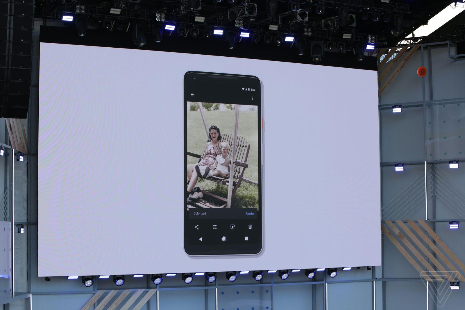 Google Photos sắp thêm tính năng 'tô màu' cho ảnh đen trắng
