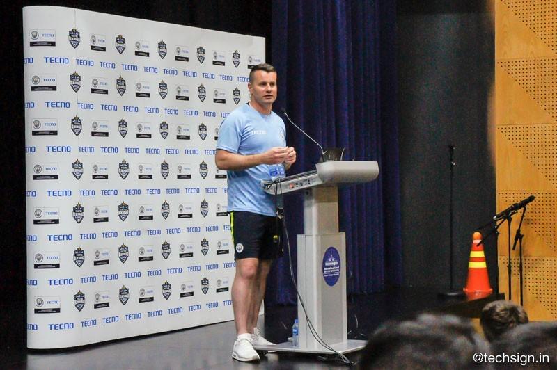 Tecno mời huấn luyện viên và cựu cầu thủ Manchester City tập huấn cho 64 trẻ em