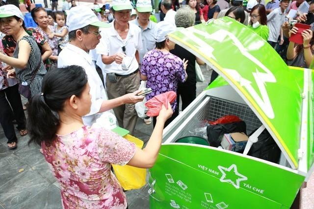 Việt Nam Tái Chế triển khai chương trình thu gom rác thải điện tử đến 10 trường đại học