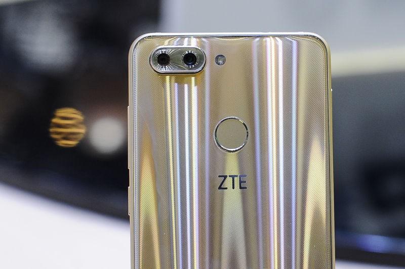 ZTE buộc phải đóng cửa vì lệnh trừng phạt của Mỹ