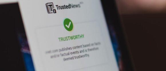 Dùng tiện ích mở rộng Chrome để phát hiện fake news