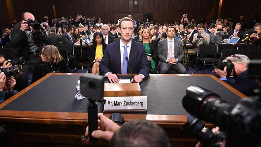 Facebook chia sẻ dữ liệu người dùng cho Apple, Amazon, Samsung
