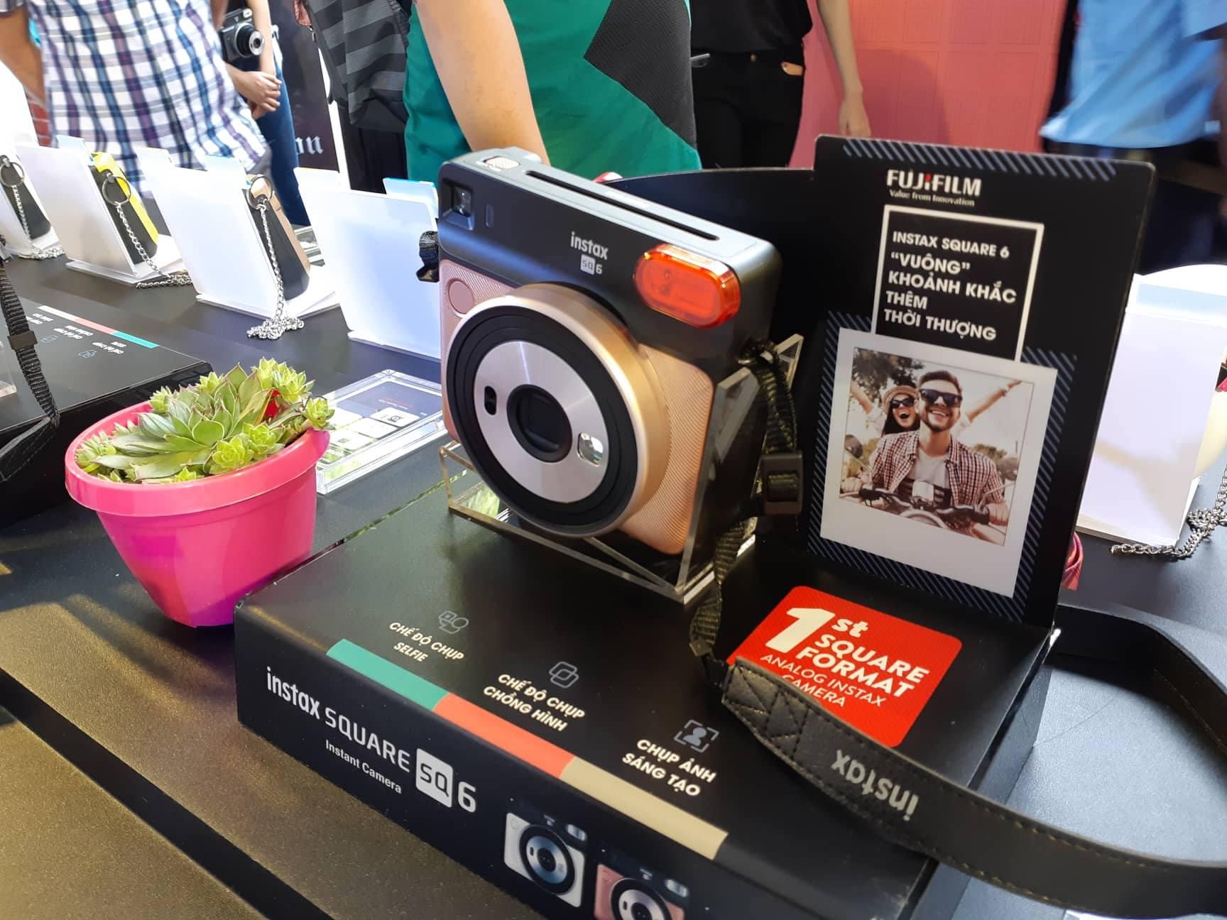 Fujifilm lên kệ máy ảnh mirrorless XT-100, giá 14,49 triệu đồng