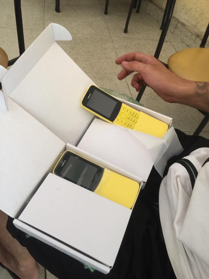 Nokia 8110 vừa bán, hàng nhái đã rao trên mạng