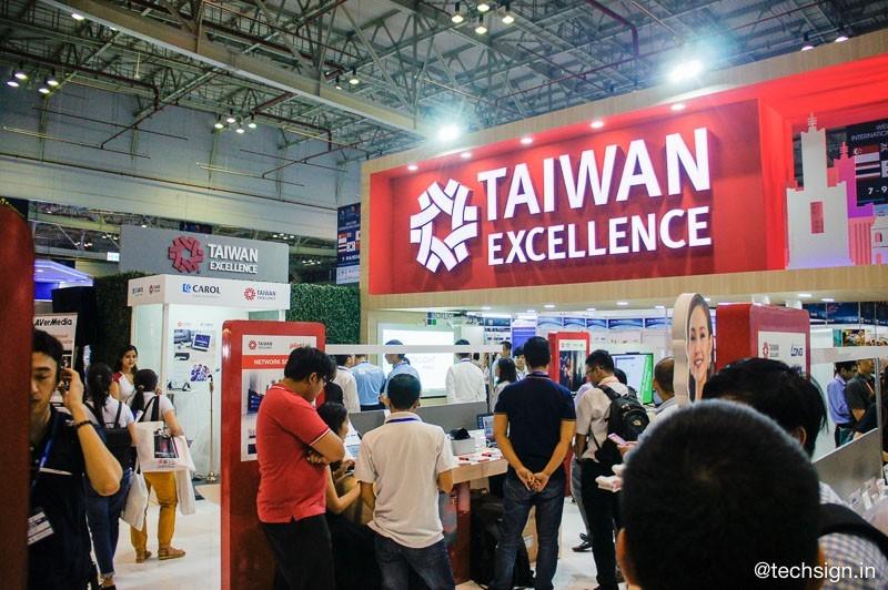 Tham quan gian hàng Taiwan Excellence tại triển lãm Vietnam ICT COMM 2018