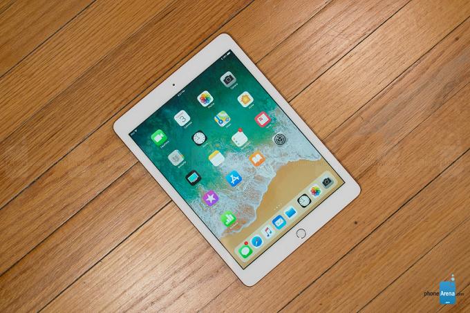 Apple tung 3 video quảng cáo iPad Gen 6
