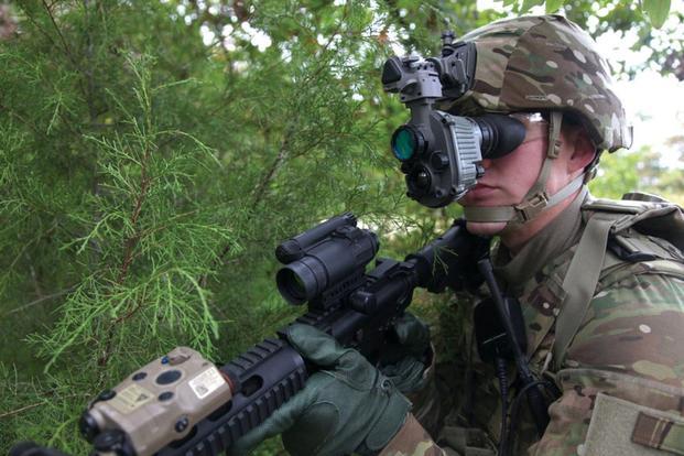 Mỹ trang bị loạt kính xuyên đêm tối tân cho quân đội