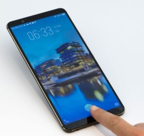 Cảm biến vân tay dưới màn hình sắp là tiêu chuẩn mới cho điện thoại